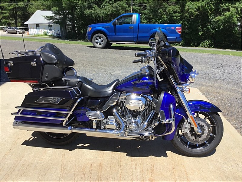 Photo of a 2011 Harley-Davidson® FLHTCUSE6 CVO™ Ultra Classic Electra Glide®