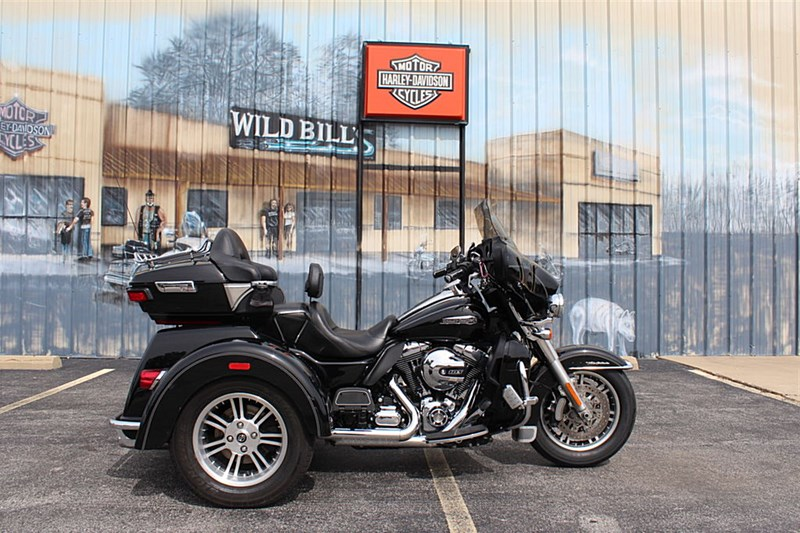 Photo of a 2015 Harley-Davidson® FLHTCUTG Tri Glide® Ultra