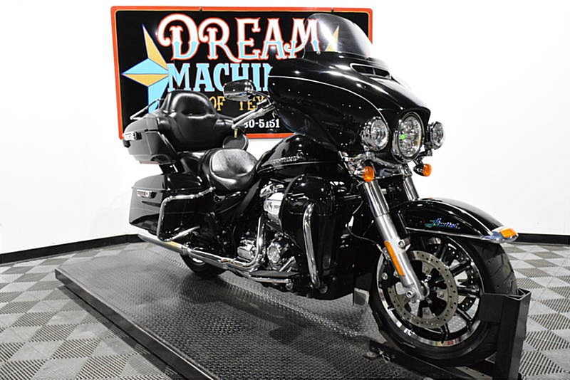 Photo of a 2017 Harley-Davidson® FLHTKL Electra Glide® Ultra Limited® Low