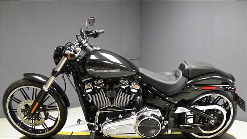 Harley Breakout Black