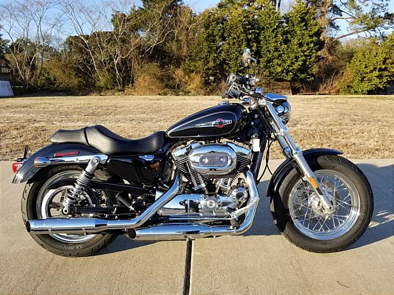 Photo of a 2017 Harley-Davidson® XL1200C Sportster® 1200 Custom