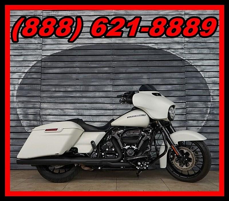 Photo of a 2018 Harley-Davidson® FLHX Street Glide®