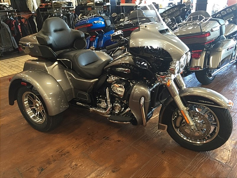 2016 Harley Davidson Tri Glide Trike Three Wheeler For: 2017 Harley-Davidson® FLHTCUTG Tri Glide® Ultra (Billet