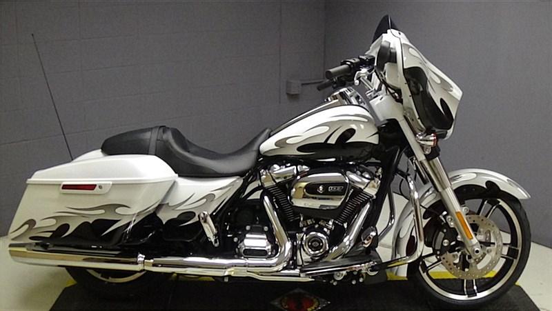 2017 Harley-Davidson® FLHX Street Glide® (CUSTOM WHITE ...