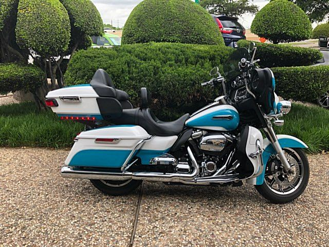 Photo of a 2017 Harley-Davidson® FLHTCU Electra Glide® Ultra Classic®