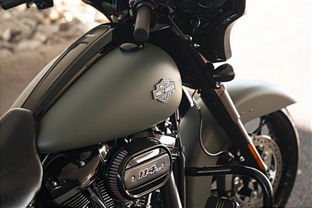 Photo of a 2017 Harley-Davidson® FLHTKL Electra Glide® Ultra Limited® Low
