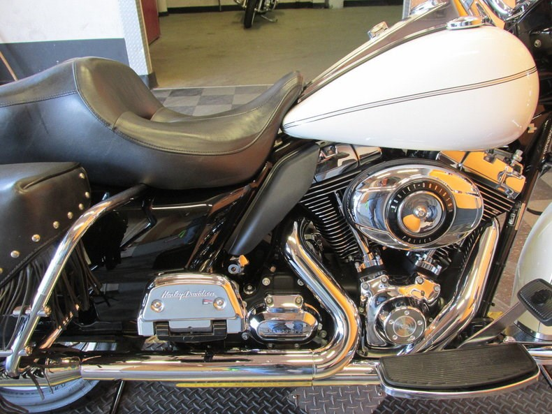 2009 Harley-Davidson® FLHPE Road King® Police (Arctic ...