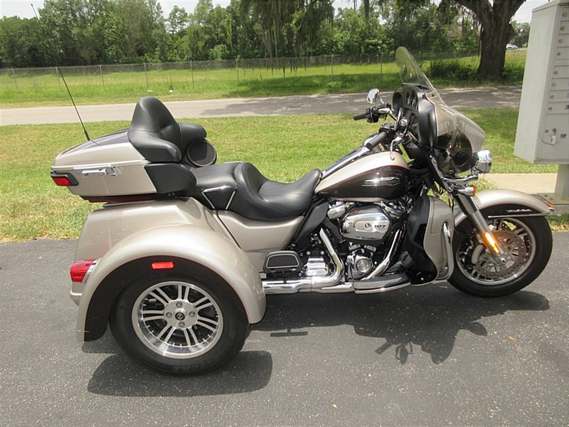 Photo of a 2018 Harley-Davidson® FLHTCUTG Tri Glide® Ultra