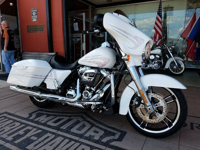2017 Harley-Davidson® FLHXS Street Glide® Special (WHITE ...