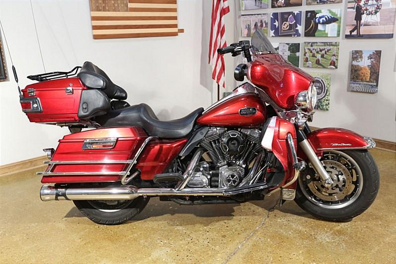 Photo of a 2008 Harley-Davidson® FLHTCU-ANV Ultra Classic® Electra Glide® Anniversary