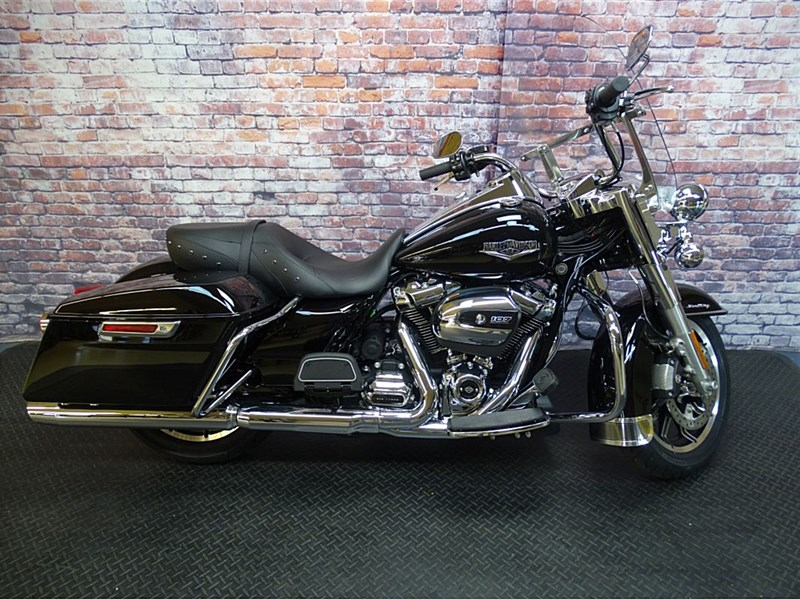 Photo of a 2018 Harley-Davidson® FLHP Road King® Police