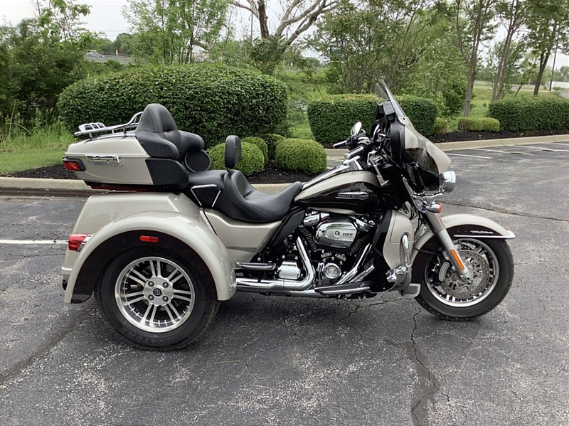 Photo of a 2018 Harley-Davidson® FLHTCUTG Tri Glide® Ultra