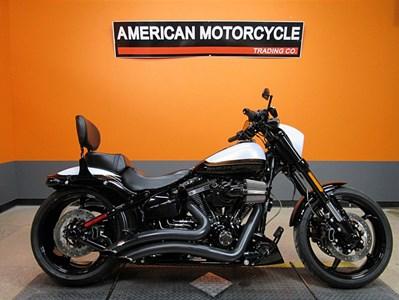 5544ebdabcf6ee 2017 Harley-Davidson® FXSE. CVO™ Pro Street Breakout®