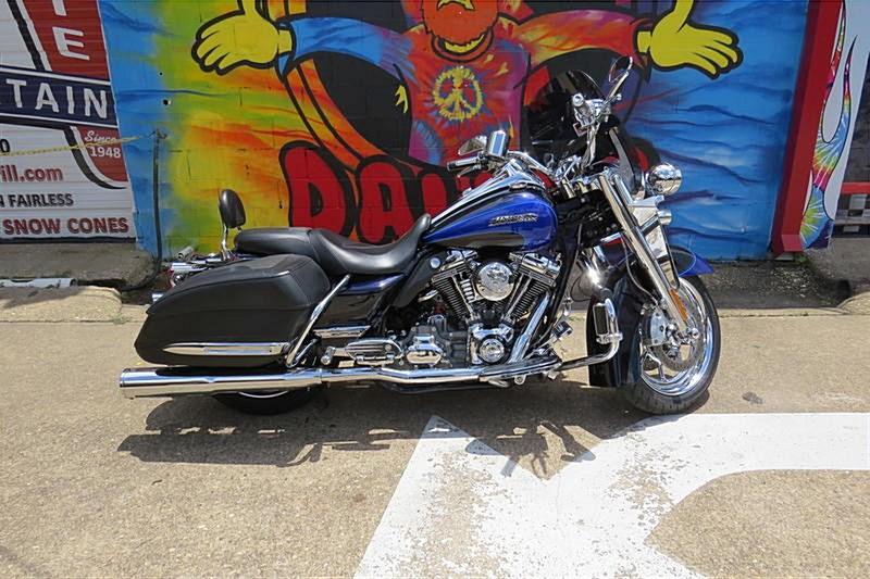 Photo of a 2008 Harley-Davidson® FLHRSE4 Screamin' Eagle® Road King®