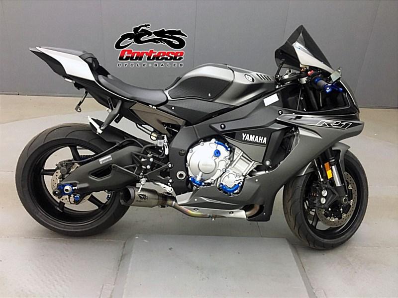 Photo of a 2016 Yamaha YZF-R1S