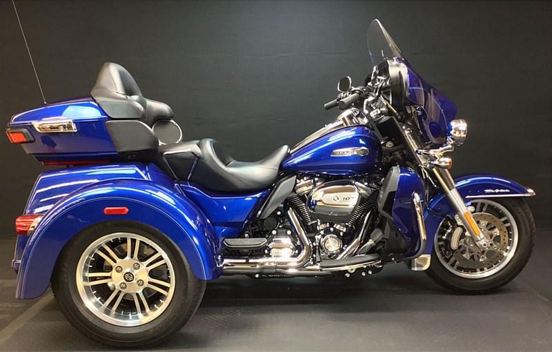 Photo of a 2017 Harley-Davidson® FLHTCUTG Tri Glide® Ultra