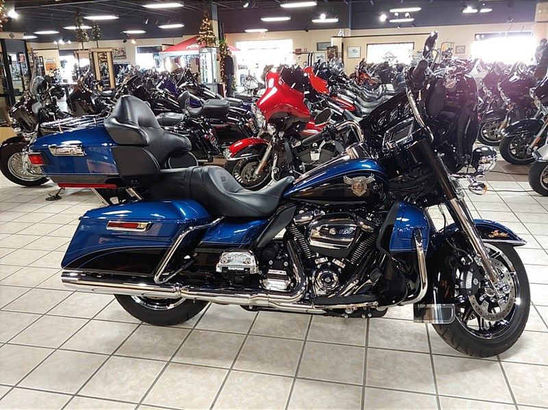 Photo of a 2018 Harley-Davidson® FLHTK-ANV Electra Glide® Ultra® Limited 115th Anniversary