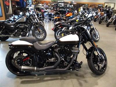 c4ee0a5d7ba30c 2016 Harley-Davidson® FXSE. CVO™ Pro Street Breakout®